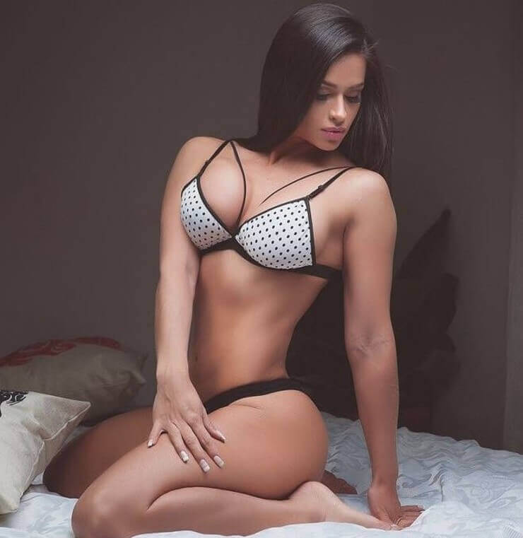 Fotos sensuais da madrinha do Club Olimpia do Paraguai Andrea Araujo