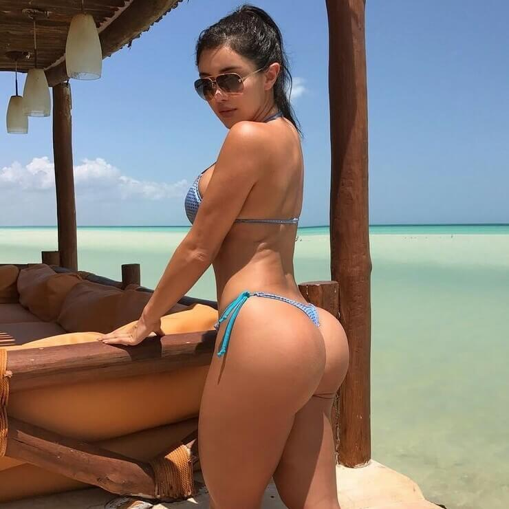 Modelo digital influencers Joselyn Cano pelada no Instagram